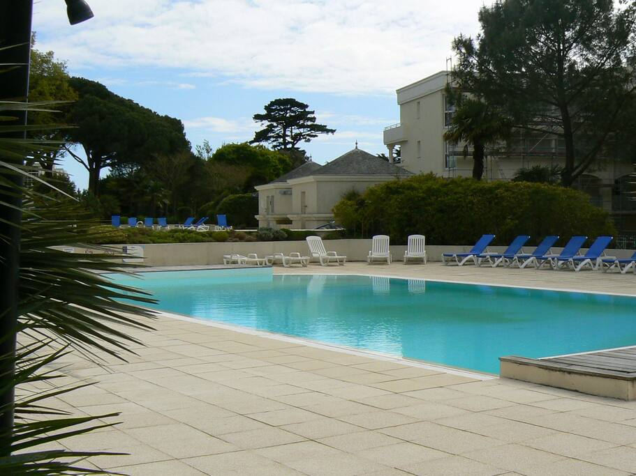 La baule les pins plage pied piscines apartments for for Piscine la baule