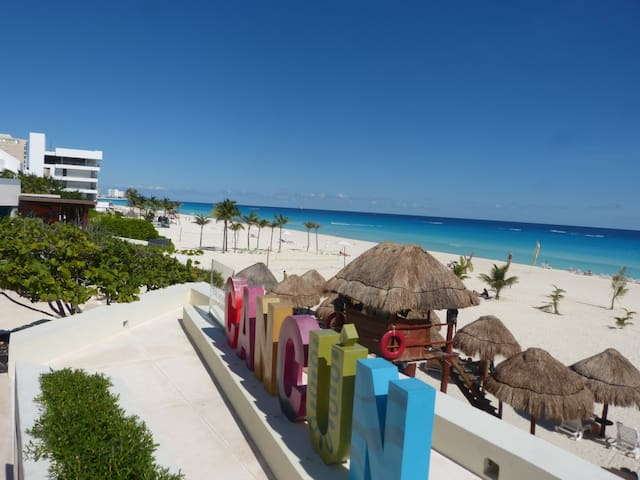 ★Amazing Condo Cancun beach front steps from mall★