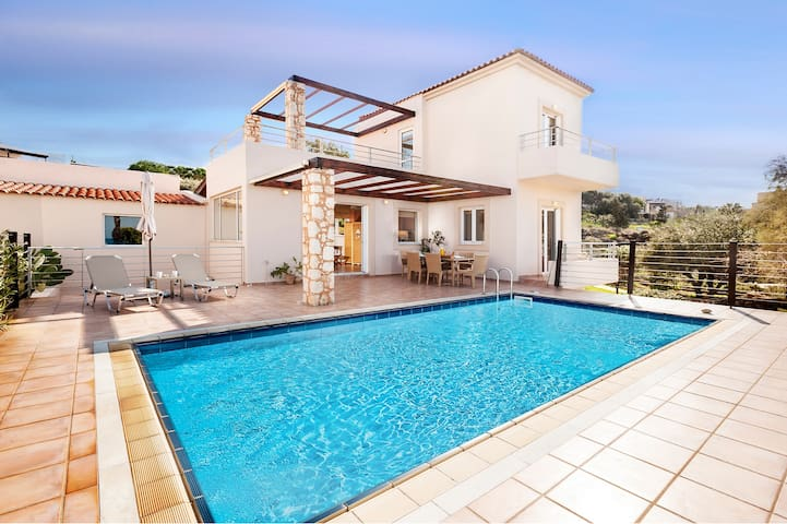 Superb Villa with pool next to a sandy beach - Kalathas - 別荘