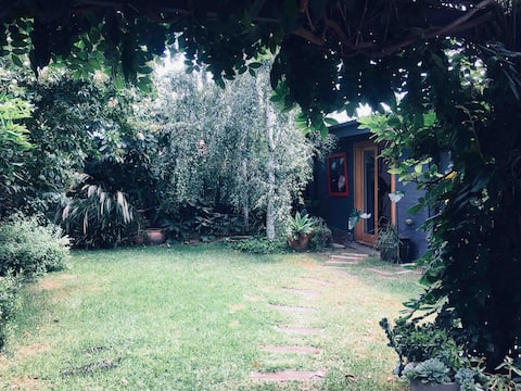 Bungalow dans le jardin