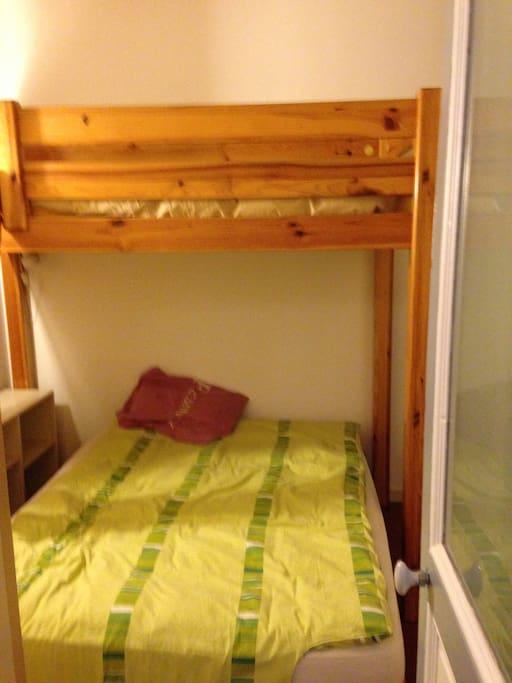 Chambre mezzanine et lit 2 places