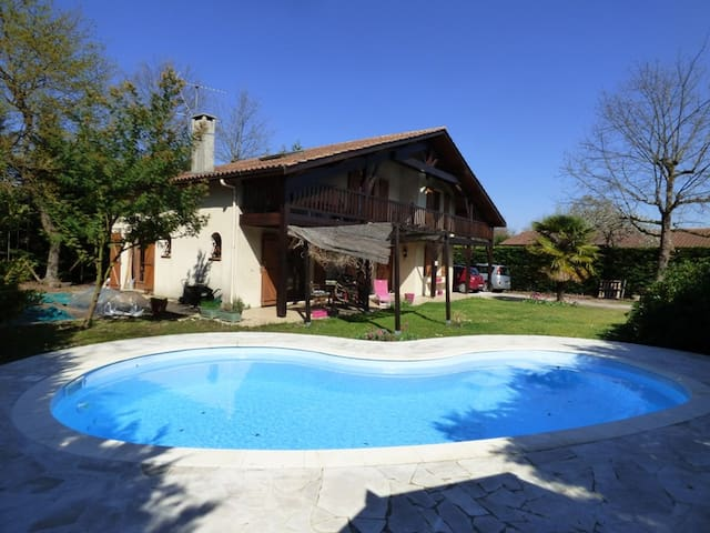 Quiet house with swimming pool near Bordeaux - Saint-Médard-en-Jalles - Villa