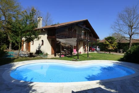 Quiet house with swimming pool near Bordeaux - Saint-Médard-en-Jalles - 別荘