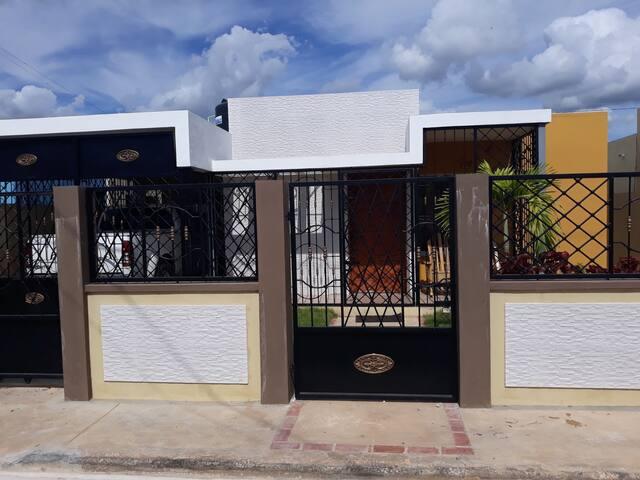 Casa amueblada Quisqueya Este cerca de la Playa
