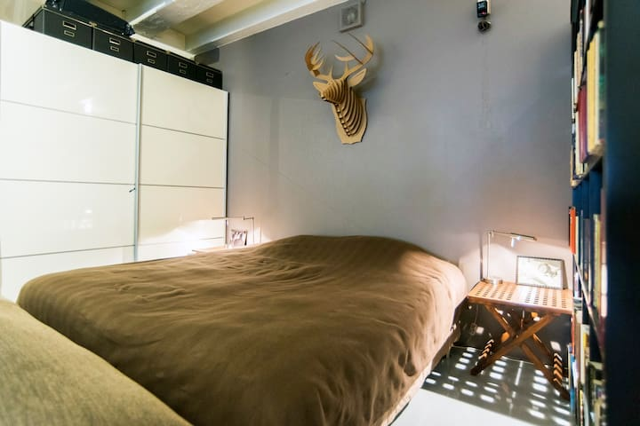 The super king size bed is 1m80 x 2m10