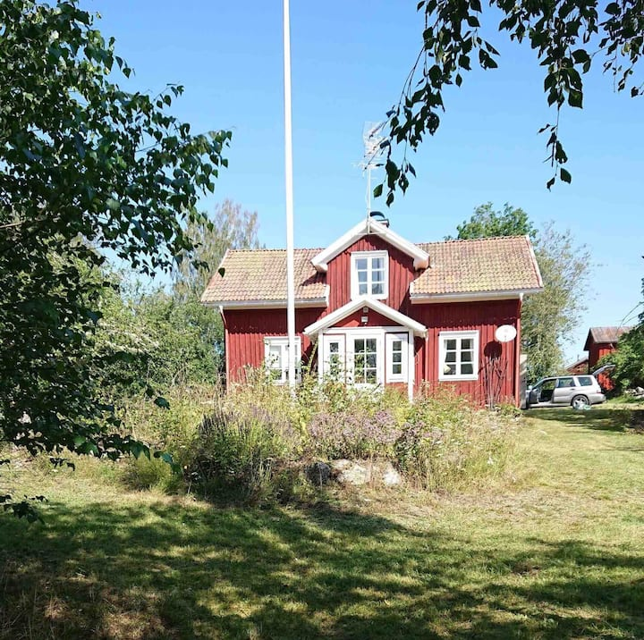 Stay at sunny and charming Hagen Gård Cottage