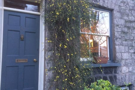 Cosy Kendal town house.  Private room. - Kendal