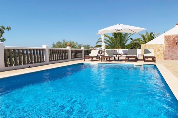 Luxurious Sea-view Holiday Villa