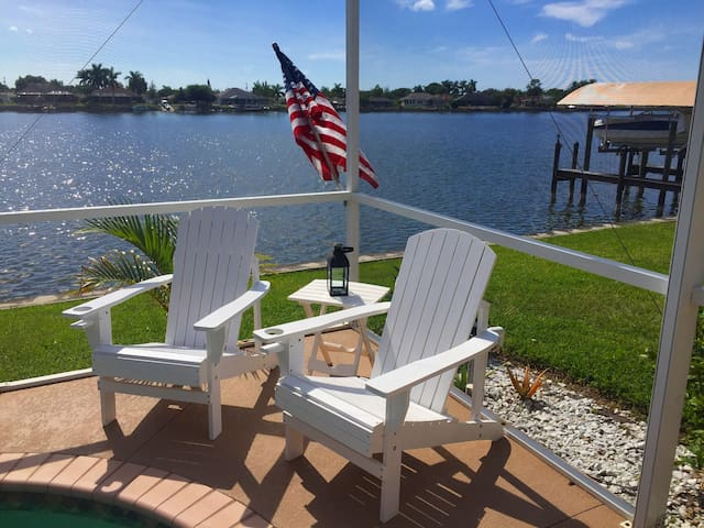 Pool Villa Waterfront at the sea - Cape Coral - Dům