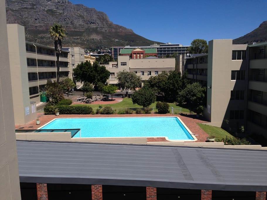 Magnificent view of Table Mountain, crystal clear pool with BBQ facilities