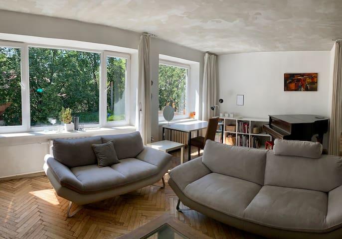 Very sunny apartment in a beautiful neighbourhood
