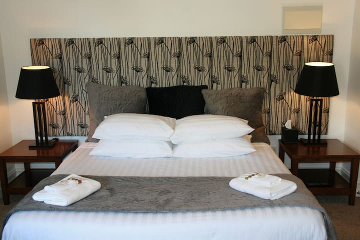 Downtown, Lakeside Luxury Hotel Room - Queenstown - Wohnung