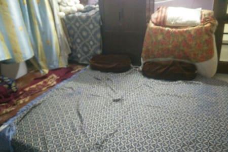 Cosy huge bedroom near delhi - Faridabad