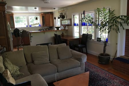 Fairfax Home close to town and Trails - Fairfax - Дом