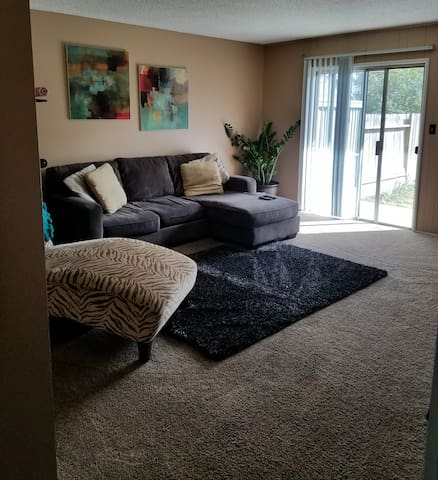 Private room in popular Sacramento suburb