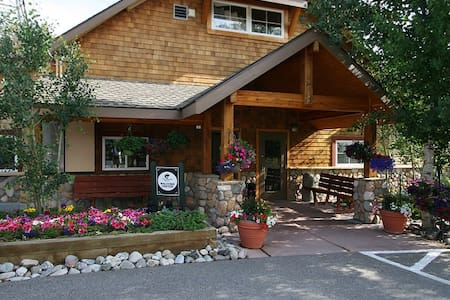 Quaint Mountain/Ski Resort - ディロン