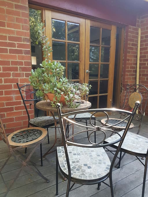 This is the cute front deck, nice & sunny in the morning & perfect for your alfresco breakfast or hot cuppa