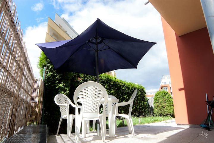 Cozy apartment with terrace near the airport,metro