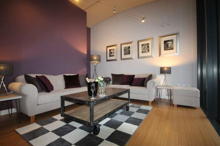 Boutique Apartment with Sunny Balcony, Altrincham - Altrincham - Apartamento