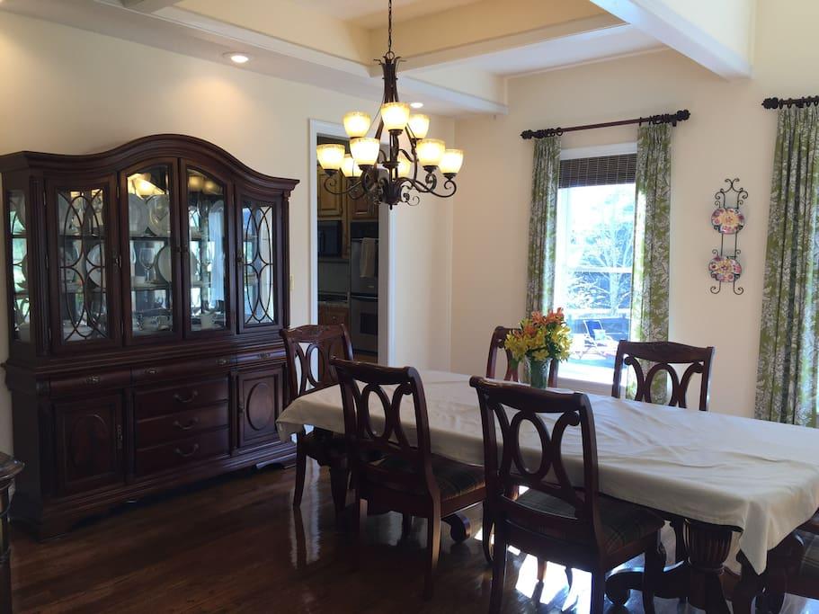 Huge dining room 16-18 capacity