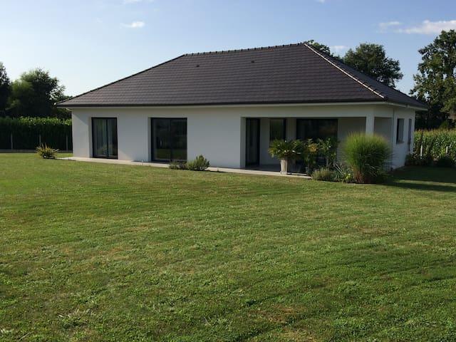Maison T4 village calme à 20 minutes de PAU - Sauvagnon - House