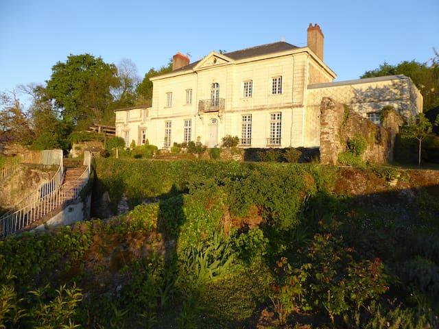 Le Gîte du Logis de La Varenne - La Varenne - Huis