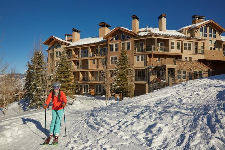 Snowmass Condo w/Shared Pool & Hot Tub/WiFi/Free Shuttle/Ski-In/Ski-Out Access!