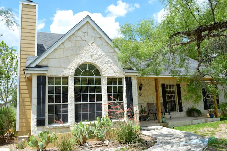 Charming Hill Country home near downtown Boerne