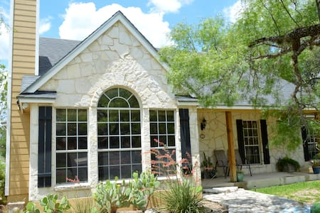 Charming Hill Country home near downtown Boerne - 伯尼(Boerne)