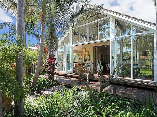 Designer 3 Bed House in a Hidden Tropical Paradise - Maylands - Bungalow