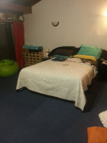 Hermosa habitación en el  barrio de Olivos.