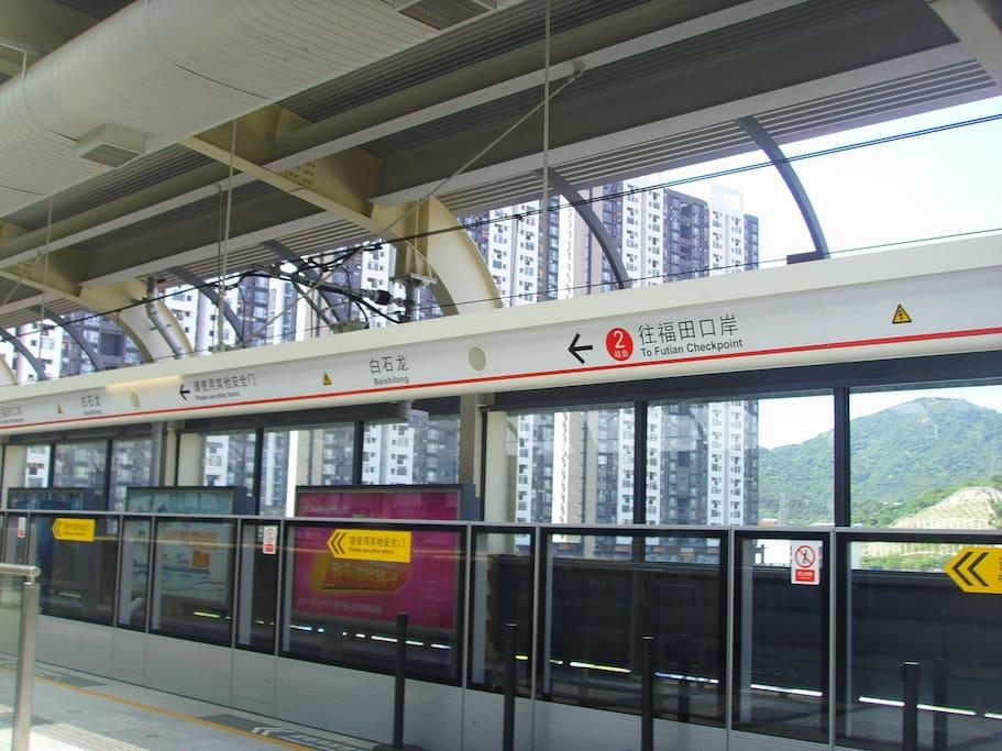 距离白石龙地铁站仅两百多米
