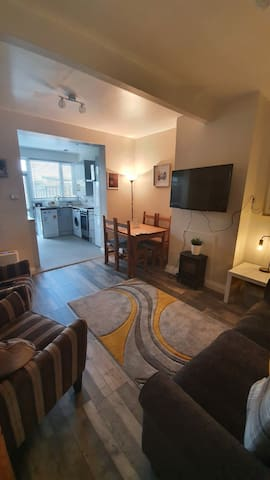 Cozy 2 bed flat close to Heathrow and Brunel Uni