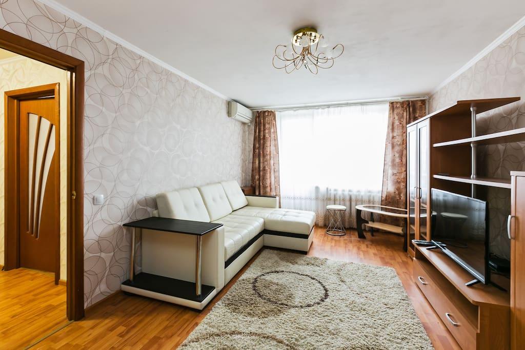 Гостинная комната, диван