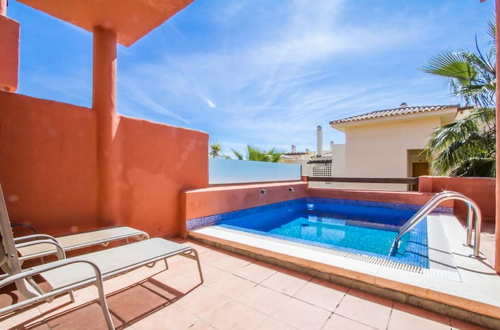 Very luminous house with terrace and pool - Estepona - Hus