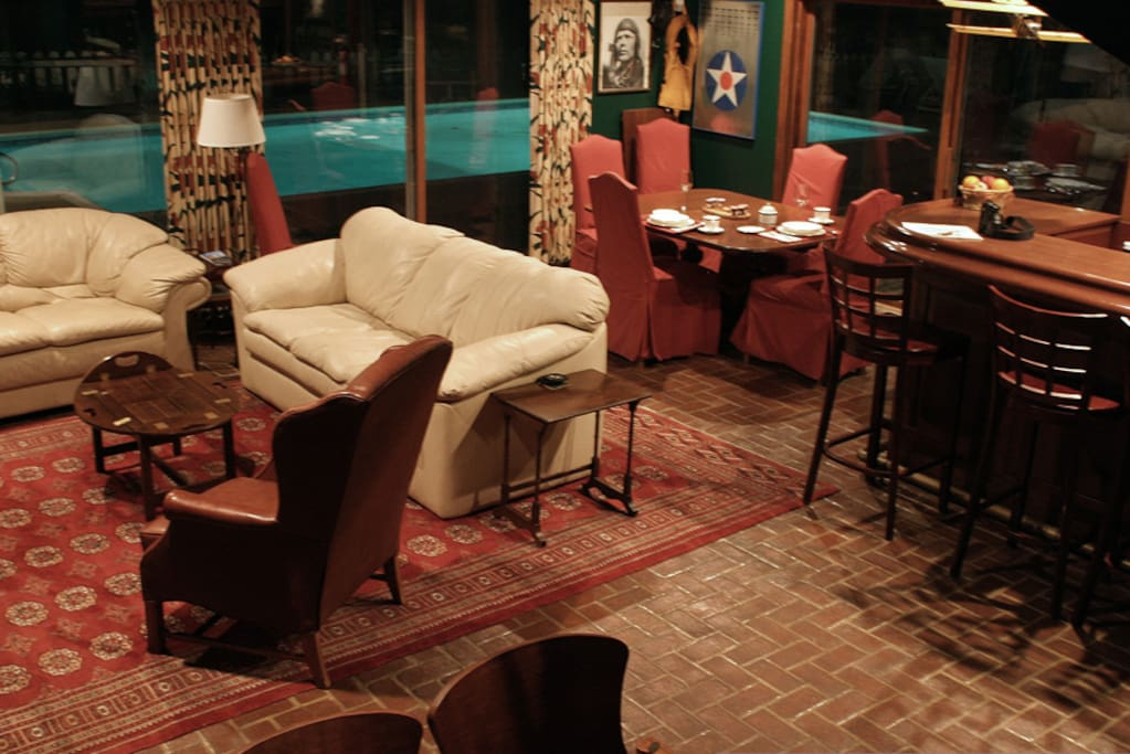 The River Room has TV, bar, juke box filled with oldies (free) sofas, ding area with kitchenette