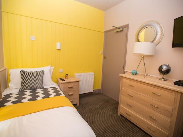 Single room En-suite with shower