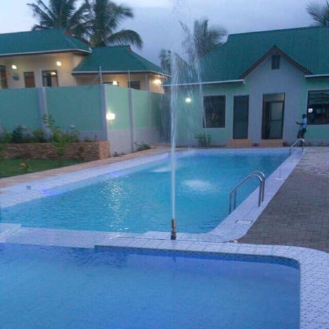 Nash Park  Hotel and Swimming Pool