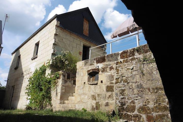 Maison en tuffeau à proximité du château d'Ussé