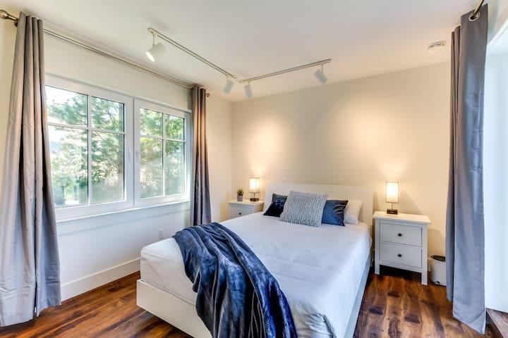 Bedroom #2 - Queen Bed (upstairs)