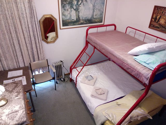Central  Wagga Homestyle Bed and Breakfast - BR 6