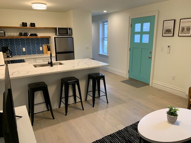 Newly Renovated Apt in the Heart of Everything!