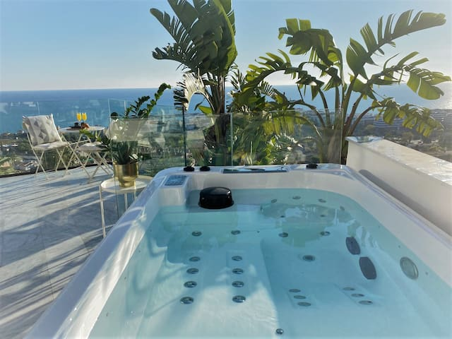Exclusive Villa with Private Jacuzzi and Sea Views