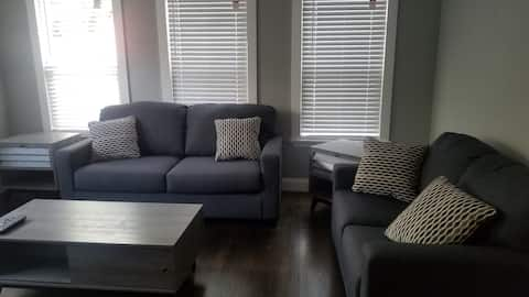 Clean Comfortable Luxurious Apt Close to Downtown