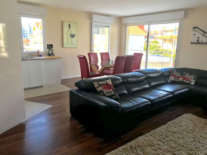 Spacious and light flat by Hardelot seafront.