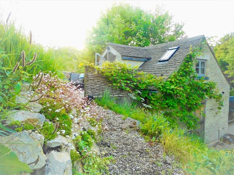 Cotswold Cottage Cosy Garden Studio