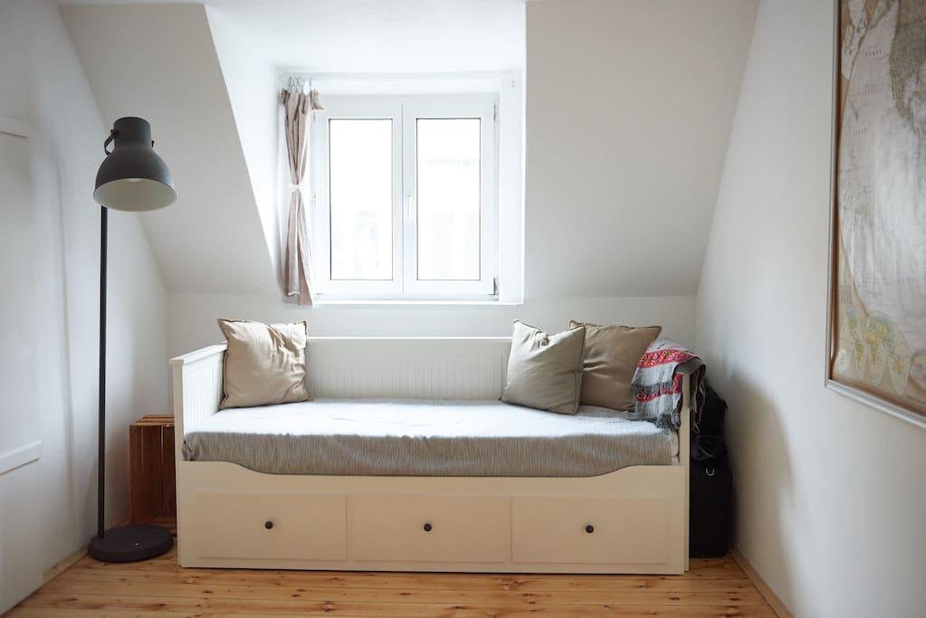 Living room/ 2nd bedroom