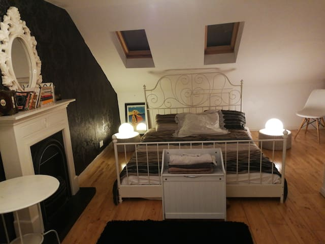 Loft conversion, very large double, en ensuite.