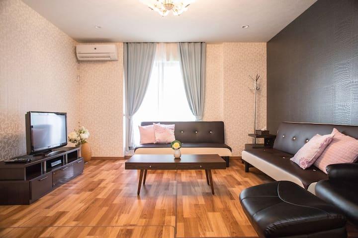 3floors, 4bedrooms, 3toilets, 2shower rooms, 1elevator