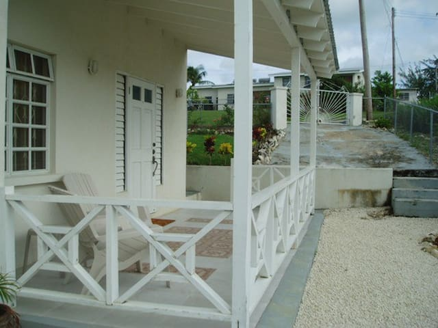 Gibbons Terrace Apt 1 - BB - Apartemen